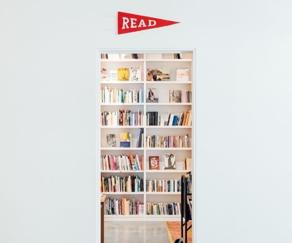Read more about the article The 85 Best Books to Read List: Book Recommendation by Topic